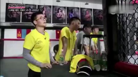 最近很火的韩国选手被中国女选手暴揍的视频,