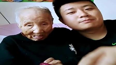 文哥和97岁**日常恶搞,配音不错老太太有点厉害