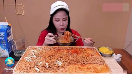 韩国美女吃播,吃超辣火鸡面,萝卜片,吃相不
