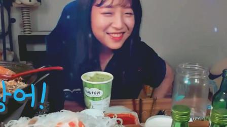 韩国吃播:几个美女比拼喝烧酒, 吃金枪鱼生鱼片