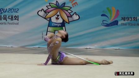 韩国的美女艺术体操,舞台上尽显妖娆魅力,场