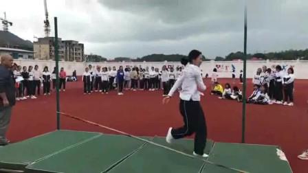 女子跳高,你们的体育是语文老师教的?一个个