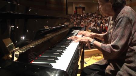音乐大师在民间的对决不输在音乐现场的表演