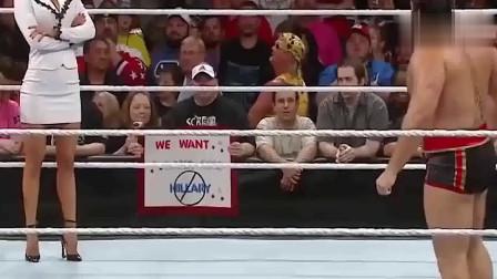 WWE:美女台上亲吻男选手,男友看到后冲上了台