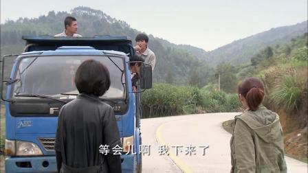 小伙开卡车路上找茬,不料遇上会武术的美女,