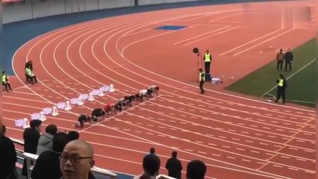 不得了!体育生一百米短跑比赛,第一名完全就