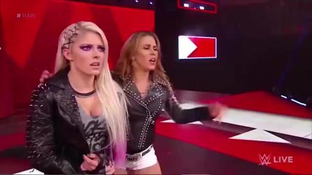 "WWE:美女太狂躁""抢人""大战,一不小心,结果"