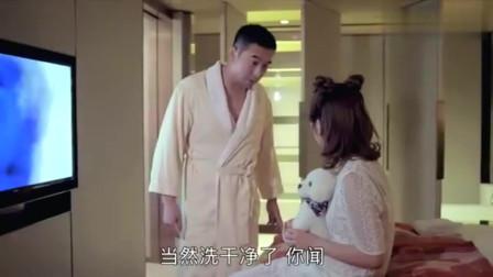 美女洗澡要男子帮忙擦背,他高兴的跑进浴室,