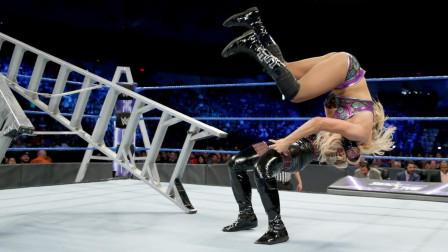 WWE梯子大战,四个美女对打,这劲头一点也不输