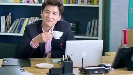 美女用小强爬过的方糖泡咖啡,小伙却喝得面不