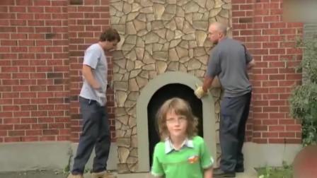 恶搞:男子进入墙壁后消失,路人惊慌以为开启