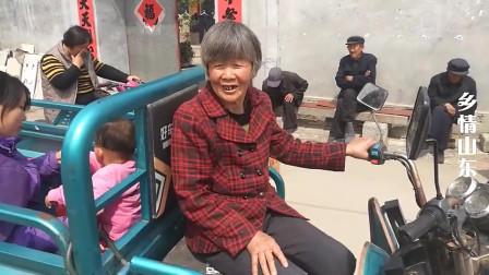 农村64岁大妈生活无虑,问老年补贴够花吗,大妈