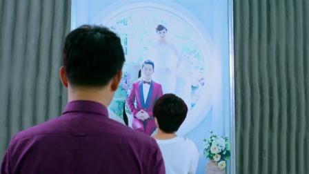 小两口刚拍完婚纱照,美女就把小伙的照片剪下