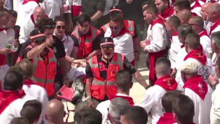 西班牙庆典出意外,惊马冲进人群多人受伤