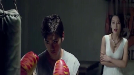 美女醋意太明显,一看就是喜欢打拳的小哥哥