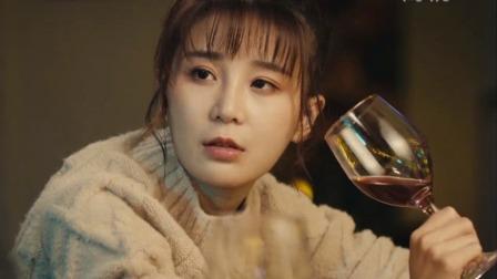 美女这么随便找陌生男人喝酒,就不怕出事?