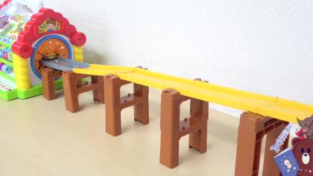 玩具总动员排排队坐过山车亲子游戏