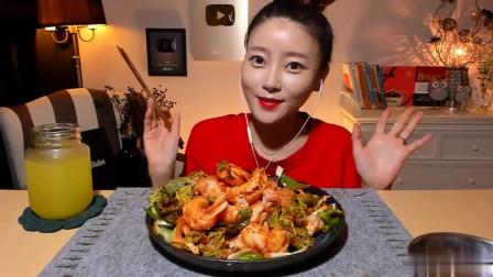韩国美女吃货大胃王,吃自制麻辣田螺,第一次