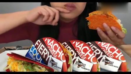 韩国吃播:美女吃墨西哥玉米饼,秘制酱料,嘎