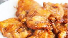 鸡腿怎么做好吃?试试这个特色做法,色泽诱人,肉嫩多汁,太过瘾