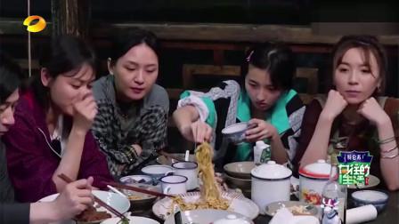 向往的生活第3季:张子枫饿了连吃几碗  何炅:妹妹有潜力啊  笑翻众人