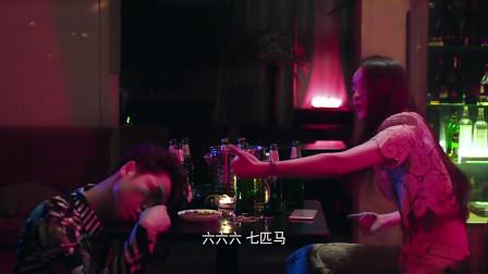 石飞楼在酒吧跟一个女孩子喝酒,然后被送回家