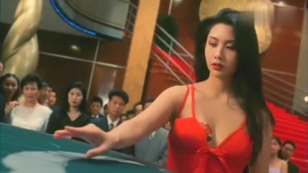 美女和大老千赌牌,幸好赌神暗中出招相助!