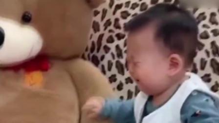 搞笑视频:唉呀妈呀,我要买娃娃哈!妈:你试