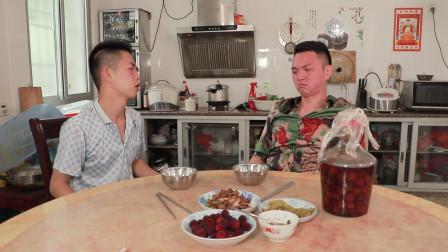 闽南搞笑视频:小伙回乡一无所有,醉酒大哥仗