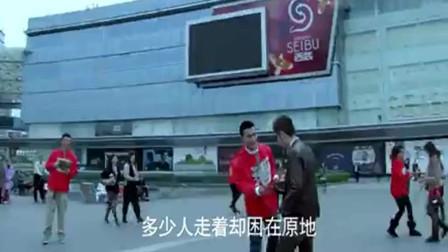 北京青年何东和王越在外面玩的不亦乐乎,酒吧