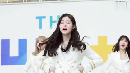 韩国美女演出饭拍,在一旁等候也不忘舞蹈,被