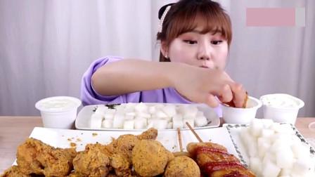 韩国美女吃货,吃炸鸡、奶酪球,吃得太过瘾了