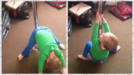 一岁宝宝模仿妈妈跳钢管舞,接下来的一幕,妈