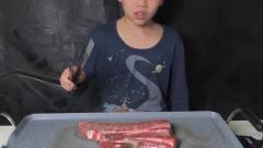 """韩国儿童吃播放送!""""小""""主播自制香煎牛排,好吃到小伙伴们争抢"""