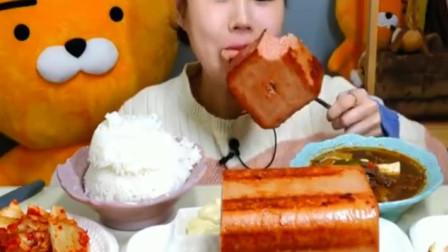 韩国吃播大胃王美女,吃巨型午餐肉大碗米饭辣