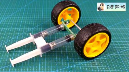 牛人找來電動機制作成這么個玩具小車,發明者