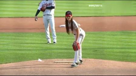 韩国棒球比赛美女明星柳胜玉开球,小姐姐真是