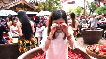 韩国美女来中国旅游,才刚到四川就哭了,发生
