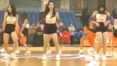 C*A啦啦队热舞表演:吊带滑落那一刻,我真替美