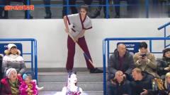 秒杀啦啦队,俄罗斯美女清洁工在观众席上跳舞