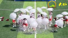 运动会啦啦操比赛,美女们打开伞的一瞬间,全