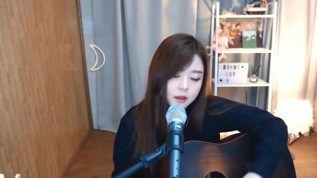 韩国美女主播 自弹自唱忧伤情歌
