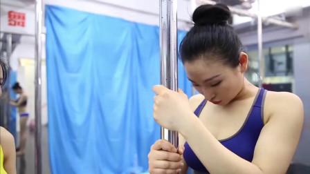 姑娘刻苦训练钢管舞,坚持锻炼每一天!