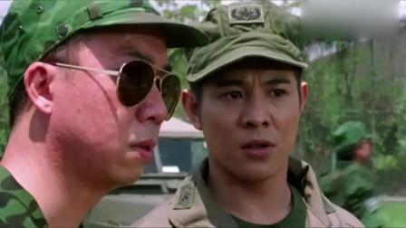 李连杰在这里穿的这套军装真是太帅了,应该比他所有电影都帅!