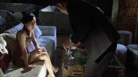 黑老大酒吧里搭讪美女,却不知她是警察派来的