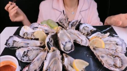 韩国气质美女吃生蚝,一口一只,吃相好优雅
