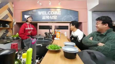 中国美女参加韩国美食节目做馄饨汤,主持人喝