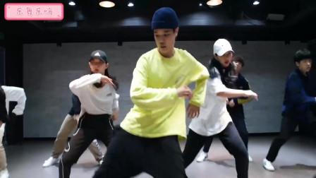 韩国帅哥和美女们练习室热舞,说唱歌手A$AP RO