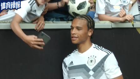 劳逸结合,德国队备战欧预赛不忘自拍