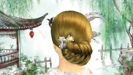 三股辫加上这个手法,变成很多女生都会选择的发型之一
